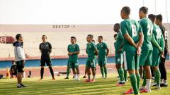 Indosport - Pelatih klub Liga 1 Persebaya Surabaya, Aji Santoso memutuskan untuk meliburkan semua pemainnya dari aktifitas latihan.