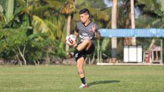 Indosport - Manajemen Persita Tangerang mulai mencari pemain asing untuk menggantikan tiga nama yakni Eldar Hasanovic, Mateo Bustos, dan Tamirlan Kozubaev.