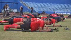 Indosport - Suasana latihan perdana Sriwijaya FC menjelang lanjutan Liga 2 2020.