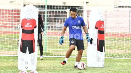 Pelatih kiper PSIS Semarang, I Komang Putra mengaku puas dengan perkembangan kondisi fisik tiga kipernya usai menjalani latihan selama sepekan. - INDOSPORT