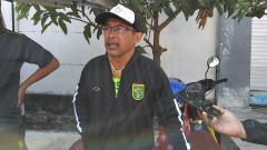 Indosport - Pelatih klub Liga 1 Persebaya Surabaya, Aji Santoso mengaku menantikan hasil pertemuan antara PSSI, PT LIB, dan Polri.