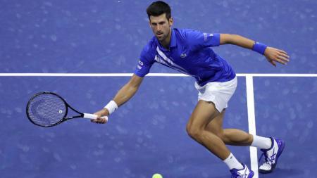 Petenis Novak Djokovic lagi-lagi gagal mengontrol emosinya ketika dia menang atas petenis asa Jerman, Dominik Koepfer di perempatfinal Italia Terbuka. - INDOSPORT