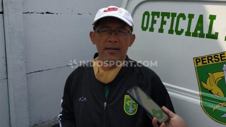 Pelatih klub Liga 1 2020 Persebaya Surabaya, Aji Santoso, mengatakan kepada pemainnya agar lebih berhati-hati di saat pandemi Covid-19. - INDOSPORT