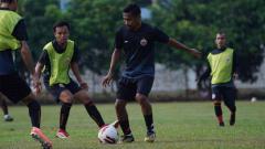 Indosport - Keputusan diterapkannya kembali Pembatasan Sosial Berskala Besar (PSBB) di Jakarta berimbas ke Persija Jakarta.