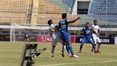 Indosport - Uji coba Persib vs Persikabo di stadion GBLA, Sabtu (05/09/20).