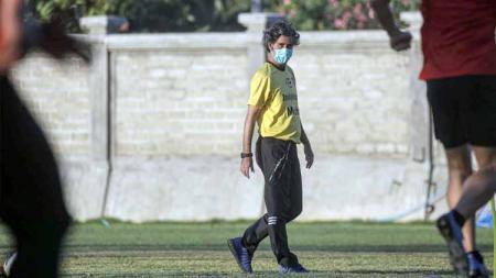 Stefano Cugurra Teco saat memimpin latihan Bali United. - INDOSPORT