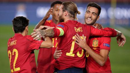 Pelatih Timnas Spanyol, Luis Enrique yakin bahwa timnya baik-baik saja bermain tanpa striker nomor 9. Buktinya Spanyol sukses membantai Ukraina dengan skor 4-0. - INDOSPORT