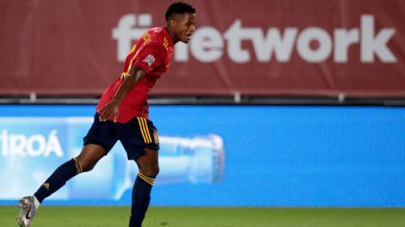 Pemain muda Timnas Spanyol, Ansu Fati, mencuri perhatian berkat penampilan gemilangnya pada usia sangat belia kala menghancurkan Ukraina di UEFA Nations League. - INDOSPORT