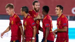 Indosport - Kapten Spanyol, Sergio Ramos melakukan selebrasi usai Ansu Fati mencetak gol ke gawang Ukraina