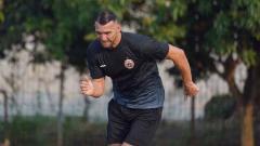 Indosport - Striker Persija, Marko Simic kembali berlatih dengan tim di Lapangan Halim, Jakarta, Senin (07/09/20).