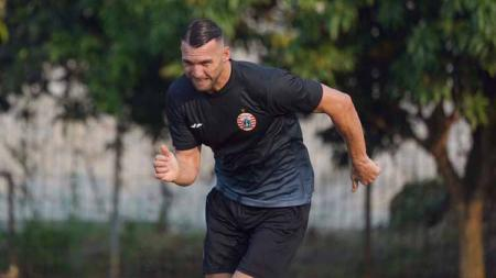 Manajemen Persija Jakarta memastikan tidak ada komunikasi dari klub Malaysia, Melaka United terkait transfer Marko Simic. - INDOSPORT