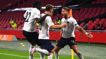 Nicolo Barella merayakan selebrasinya usai mencetak gol untuk Italia ke gawang Belanda - INDOSPORT