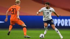 Indosport - Manchester City secara mengejutkan dikabarkan siap membajak bintang Serie A Italia yang merupakan pemain buangan AC Milan.