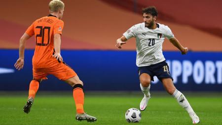 Manuel Locatelli (kanan), incaran prioritas Juventus untuk bursa transfer musim dingin 2021. - INDOSPORT