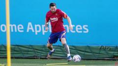 Indosport - Luis Suarez dan Lionel Messi terlihat hadir dalam sesi latihan Barcelona jelang menghadapi kompetisi LaLiga Spanyol 2020/21.