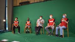 Indosport - Berlatih bulutangkis di tengah pandemi virus diakui PB Djarum memiliki banyak tantangan. Christian Hadinata menyebut tantangan lebih besar dihadapi pelatih.