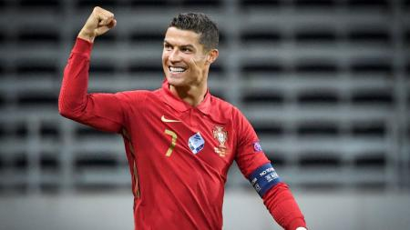Cristiano Ronaldo kian dekati sejarah baru sebagai pencetak gol terbanyak di laga internasional, raksasa Liga Inggris, Manchester United beri pesan ini. - INDOSPORT