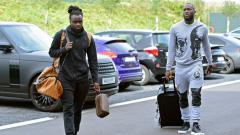Indosport - Jordan Lukaku dan Romelu Lukaku saat hendak menjalani sesi latihan Timnas Belgia