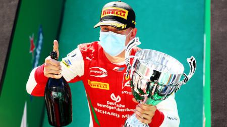 Mick Schumacher juara di feature race F2 GP Monza. - INDOSPORT