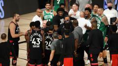 Indosport - Laga NBA Toronto Raptors vs Boston Celtics yang nyaris diwarnai baku hantam.