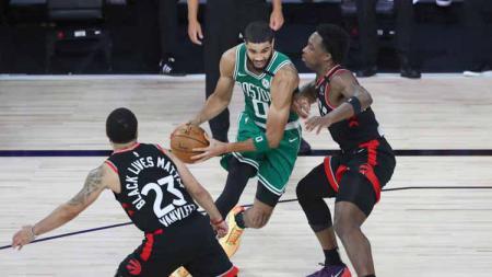 Berikut rekap hasil playoff NBA hari ini, Sabtu (12/09/20) WIB. Boston Celtics ke final Wilayah Timur usai mengalahkan Toronto Raptors. - INDOSPORT