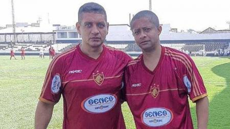 Joao Carlos (kiri) mewarnai lini tengah Arema sejak mentas di kompetisi Divisi Satu 2004. Lantas, bagaimana kabar dari Playmaker kaki kiri berjuluk El Magiciano itu? - INDOSPORT