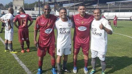 Joao Carlos (ketiga dari kiri) mengaku memiliki tekad kuat untuk kembali sebagai pelatih masa depan Arema, lantaran tak bisa melupakan perjalanan kariernya yang bergelimang. - INDOSPORT