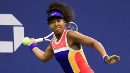 Petenis asal Jepang, Naomi Osaka memutuskan untuk mundur dari turnamen tenis Prancis Terbuka 2020 setelah mengalami cedera hamstring. - INDOSPORT