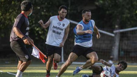 Pemain Bali United saat latihan di Lapangan Trisakti, Legian, Badung. - INDOSPORT