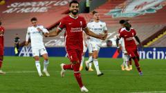 Indosport - Selebrasi bintang Liverpool, Mohamed Salah usai mencetak gol ke gawang Leeds United