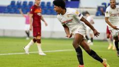 Indosport - Manchester City segera mendatangkan satu lagi pemain baru di bursa transfer ini setelah menyepakati kontrak lima tahun dengan bek Sevilla, Jules Kounde.
