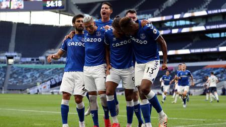 Skuat Everton merayakan gol ke gawang Tottenham Hotspur di laga pekan perdana Liga Inggris 2020-2021. - INDOSPORT
