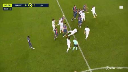 Inilah detik-detik kerusuhan dalam pertandingan Ligue 1 Prancis antara PSG vs Marseille yang berujung pada 5 kartu merah. - INDOSPORT