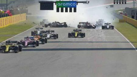 Balapan Formula 1 GP Tuscan 2020 di Sirkuit Mugello diwarnai insiden tabrakan parah yang membuat sejumlah pembalap tak bisa melanjutkan balapan. - INDOSPORT