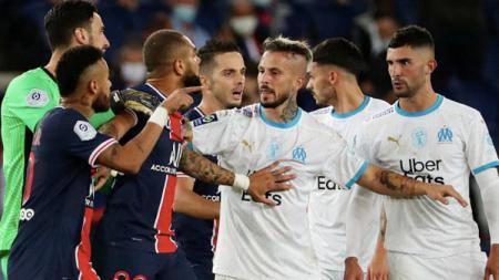Perseteruan antar pemain Paris Saint-Germain vs Olimpique Marseille kian memanas. Kini giliran gelandang Dimitri Payet yang memicu kemarahan Neymar. - INDOSPORT