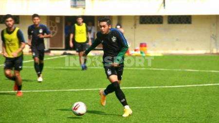 Pemain tengah PSIS Semarang, Septian David Maulana kembali berlatih dengan rekan-rekannya usai minggu lalu sempat diterpa cedera ringan. - INDOSPORT