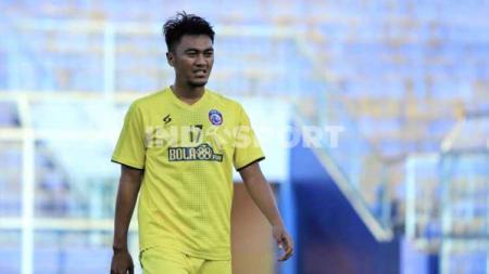 Fullback klub Liga 1 Arema FC, Rizky Dwi Febrianto bersyukur bisa jalani Lebaran di kampung halaman, kendati pemerintah tengah menerapkan larangan untuk mudik. - INDOSPORT