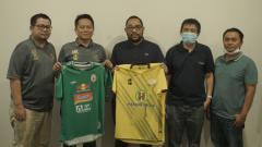 Indosport - Pertemuan manajemen PSS Sleman dan Barito Putera.
