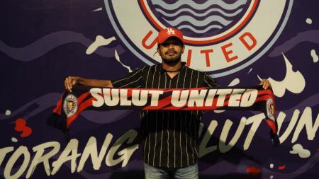 Pemain anyar klub Sulut United, Rifal Lastori, menaruh kewaspadaan tingkat tinggi kepada tiga klub asal Pulau Sumatera di Babak Grup D Liga 2. - INDOSPORT