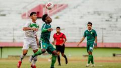 Indosport - Patrich Wanggai dipilih Aji Santoso sebagai striker pada uji coba melawan PON Jatim
