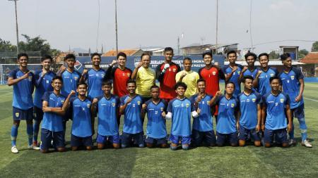 Bandung United setelah berlatih di Lapangan Fanshop Mini Soccer Stadium, Kota Cimahi, Selasa (15/9/20). - INDOSPORT
