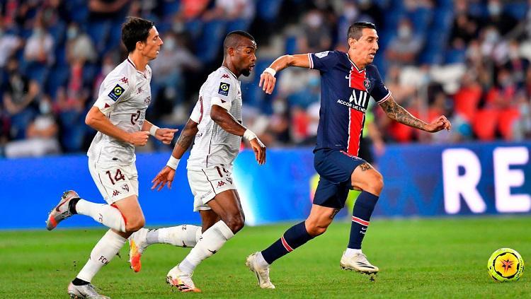Gelandang PSG, Angel Di Maria, beraksi dalam pertandingan Ligue 1 Prancis kontra Metz, Rabu (16/9/20). Copyright: Twitter PSG