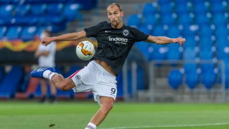 Klub peserta Liga Inggris, Tottenham Hotspur dikabarkan tertarik mendatangkan pemain yang berposisi sebagai striker, yakni Bas Dost. - INDOSPORT