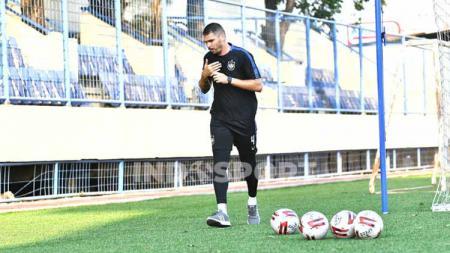 Pemain asing PSIS Wallace Costa yang sudah bergabung dengan rekan-rekannya untuk berlatih setelah tiba dari Brasil. - INDOSPORT