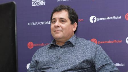 Pelatih klub Liga 1 Arema FC, Carlos Carvalho De Oliveira tetap memberikan program latihan ke Bruno Smith Nogueira Camargo, yang masih menjalani masa karantina. - INDOSPORT
