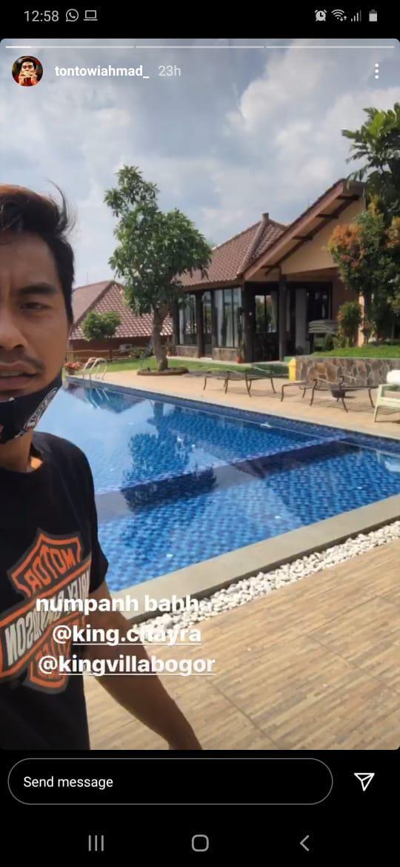 Tontowi Ahmad liburan dana menginap di villa mewah milik Muhammad Ahsan Copyright: Instagram/Tontowi Ahmad