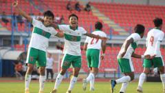 Indosport - Timnas Indonesia U-19 meraih kemenangan perdana dalam laga uji coba Internasional di Kroasia. Skuat Garuda Muda memang atas Qatar.
