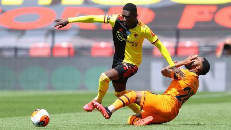 Manchester United siap mendekati bintang Watford, Ismaila Sarr, setelah Liverpool mulai mundur dari perburuan pemain sayap asal Senegal tersebut. - INDOSPORT