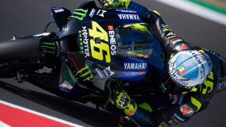 Valentino Rossi disebut akan mengumumkan kepindahannya ke tim Petronas SRT Yamaha untuk musim 2021 pekan ini bersamaan dengan MotoGP Catalan. - INDOSPORT