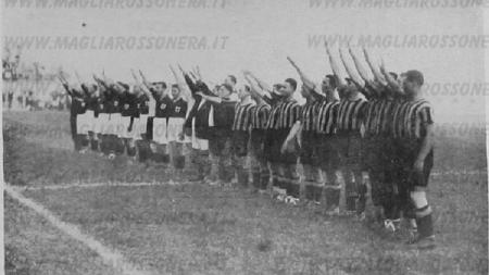 Pertandingan inaugurasi Stadion San Siro antara dua klub penghuni Kota Milano, AC Milan vs Inter Milan, 19 September 1926. - INDOSPORT
